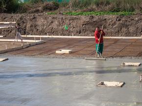 Zemní práce na budově C, D – betonování základové desky